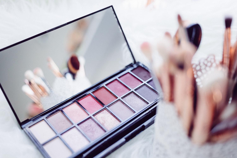 make up f r m dchen ab welchem alter darf man sich schminken echte dinge ausgesuchte. Black Bedroom Furniture Sets. Home Design Ideas