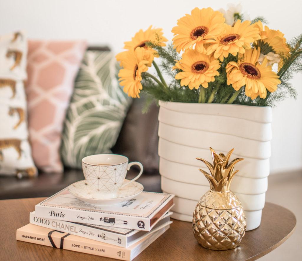 Bücher machen eine Wohnung gemütlich